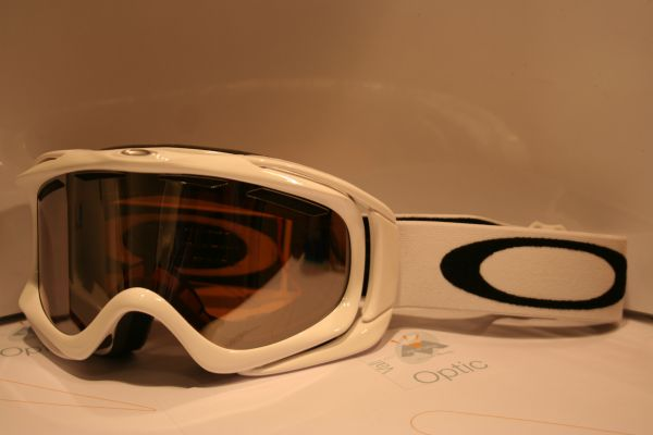 ambush-oakley-007017-01255-white-iridium-noir-162