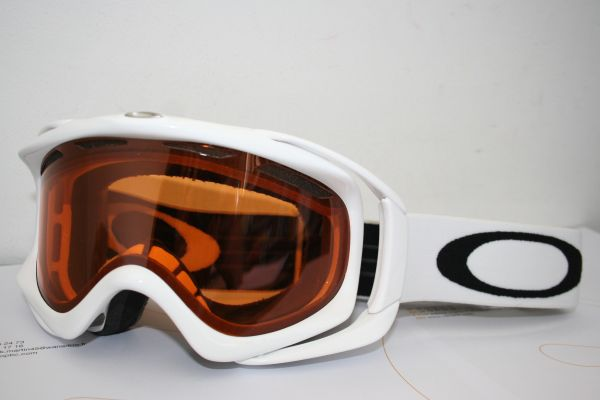 oakley-ambush-oo7017-01256-polished-wite-persimmon-165
